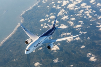 """LAN Chile Boeing 787-8 • <a style=""""font-size:0.8em;"""" href=""""http://www.flickr.com/photos/139546847@N02/25077474752/"""" target=""""_blank"""">View on Flickr</a>"""