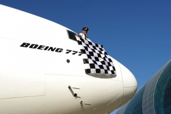 """777 pilot waving the famous chequered flag from the cockpit window • <a style=""""font-size:0.8em;"""" href=""""http://www.flickr.com/photos/139546847@N02/30318214675/"""" target=""""_blank"""">View on Flickr</a>"""